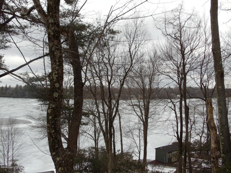 96 S Lake Dr, Lake Harmony, PA 18624