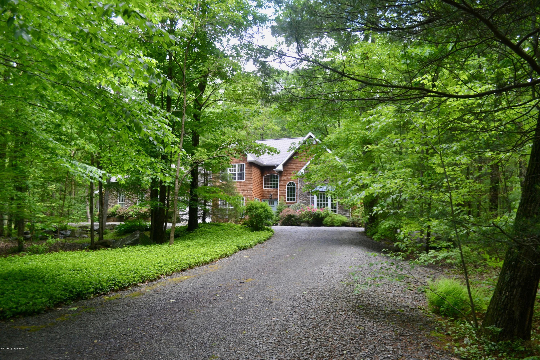 491 Pheasant Ln, Buck Hill Falls, PA 18323