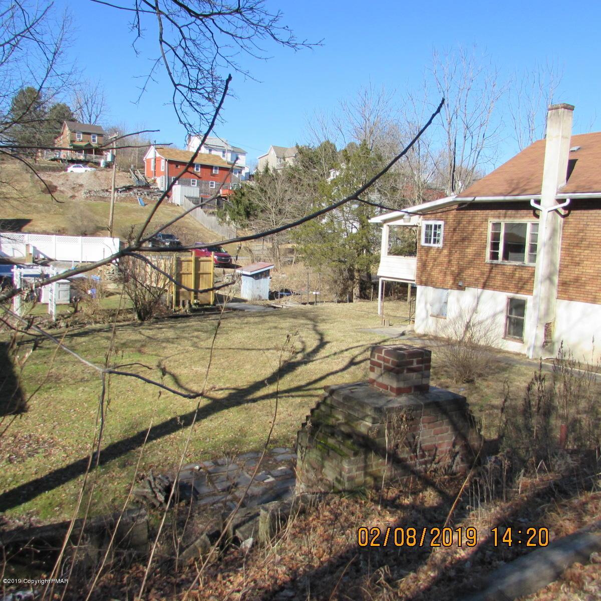 44 Fairyland Rd, Lehighton, PA 18235