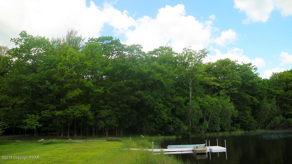 607 Cottontail Rd, Pocono Lake, PA 18347