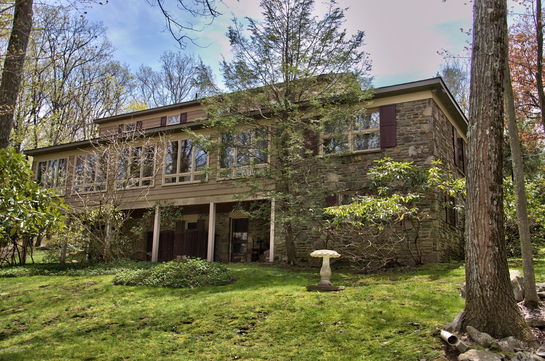 125 Vireo Rd, Buck Hill Falls, PA 18323