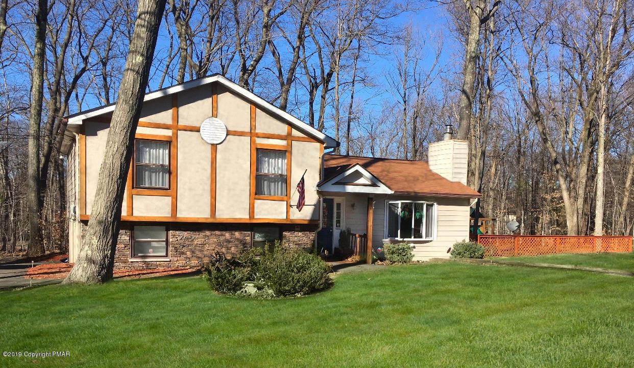 104 Pin Oak Ln, Tobyhanna, PA 18466