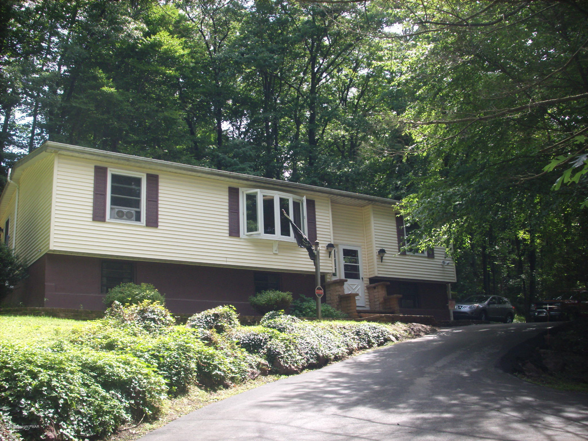 137 W Hills Dr, Stroudsburg, PA 18360
