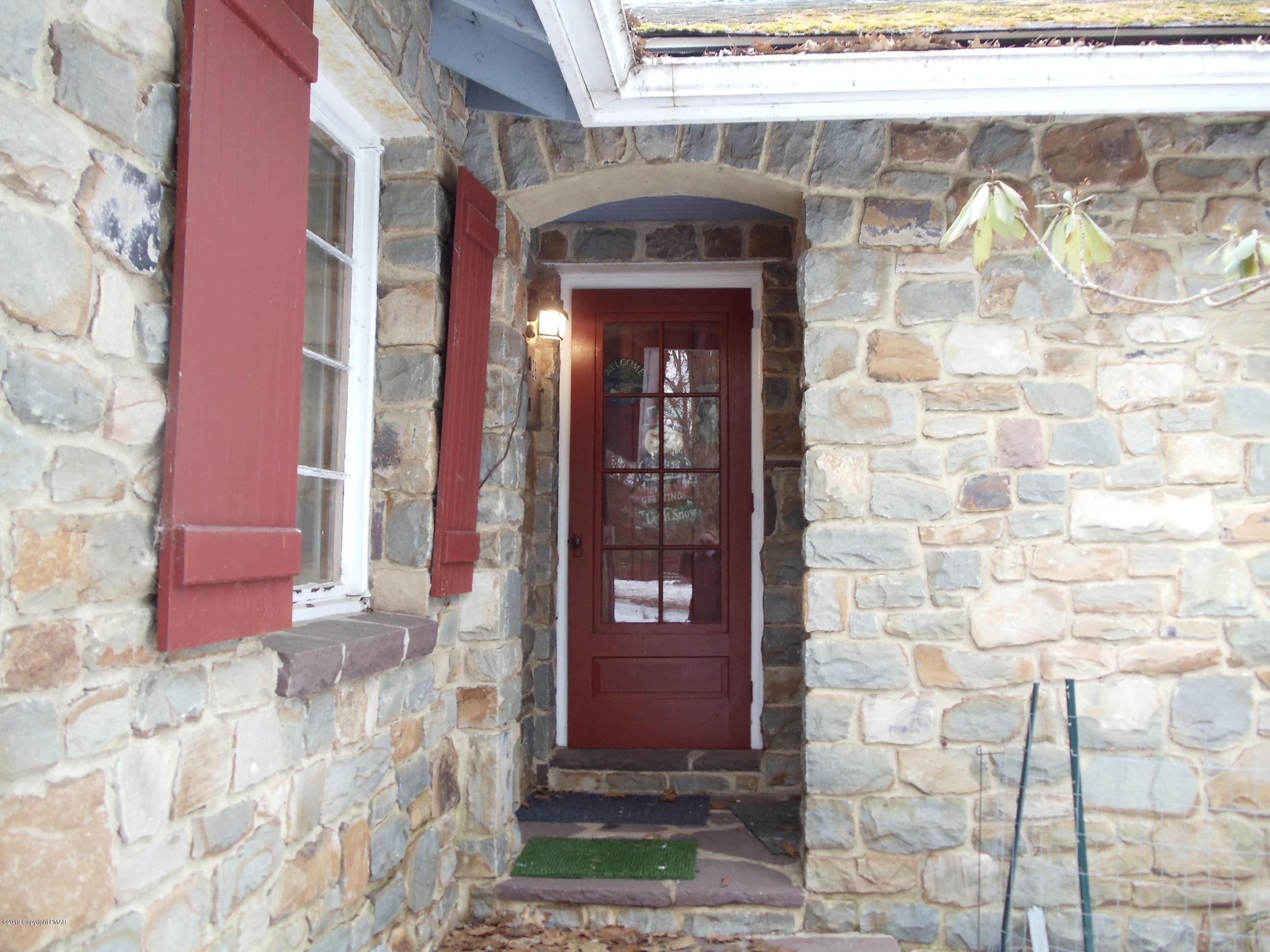 61 Crest Dr, Albrightsville, PA 12864