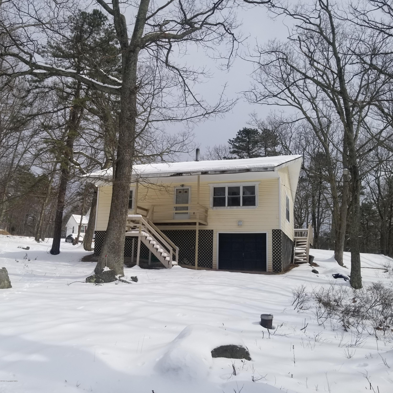 320 Mallard Ln, Bushkill, PA 18324