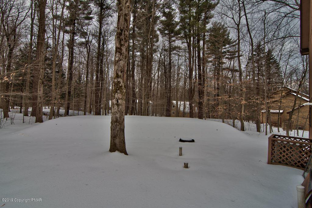 2367 Overlook Ln, Pocono Pines, PA 18350