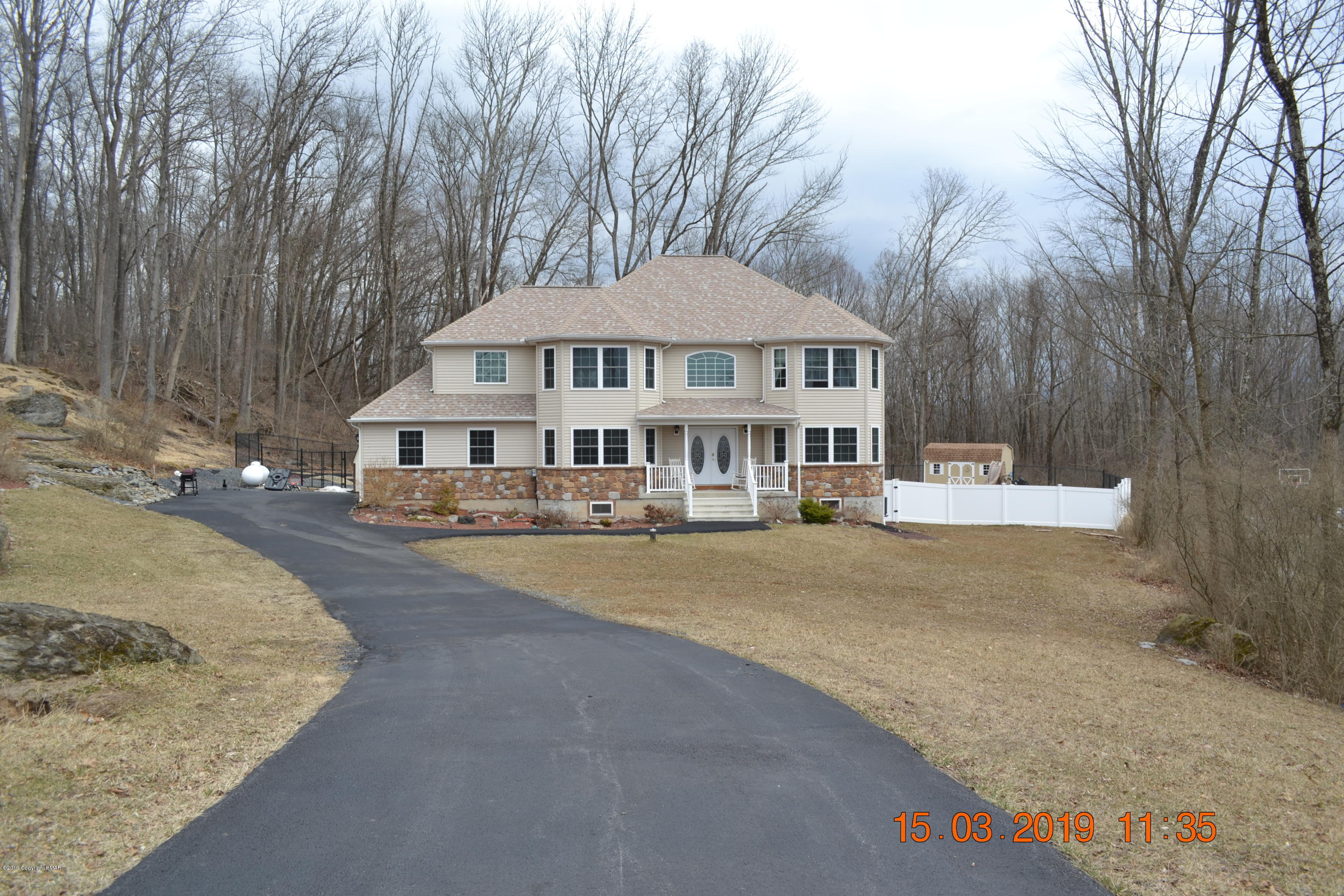 117 Dairy Hill Ct, East Stroudsburg, PA 18301