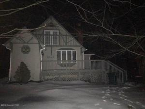 968 Country Place Dr, Tobyhanna, PA 18466