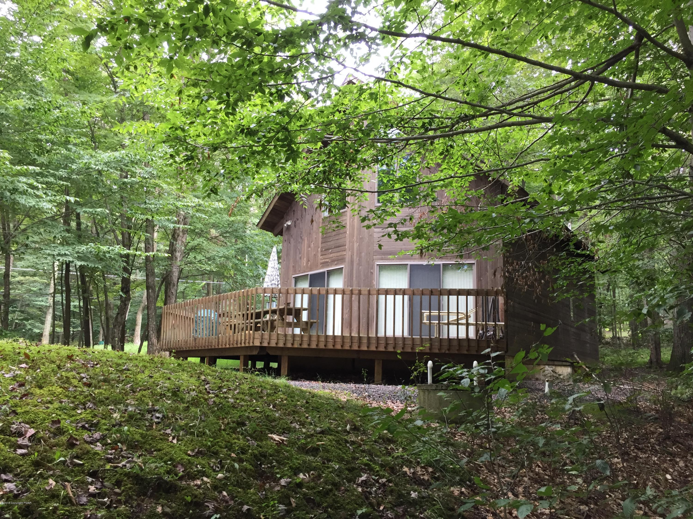 1376 Lake Ln, Pocono Lake, PA 18347