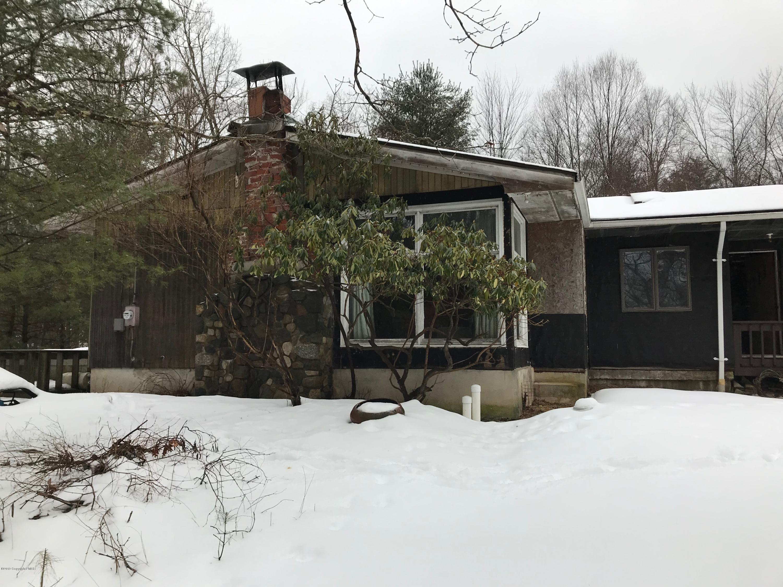 122 Sebring Dr, East Stroudsburg, PA 18301