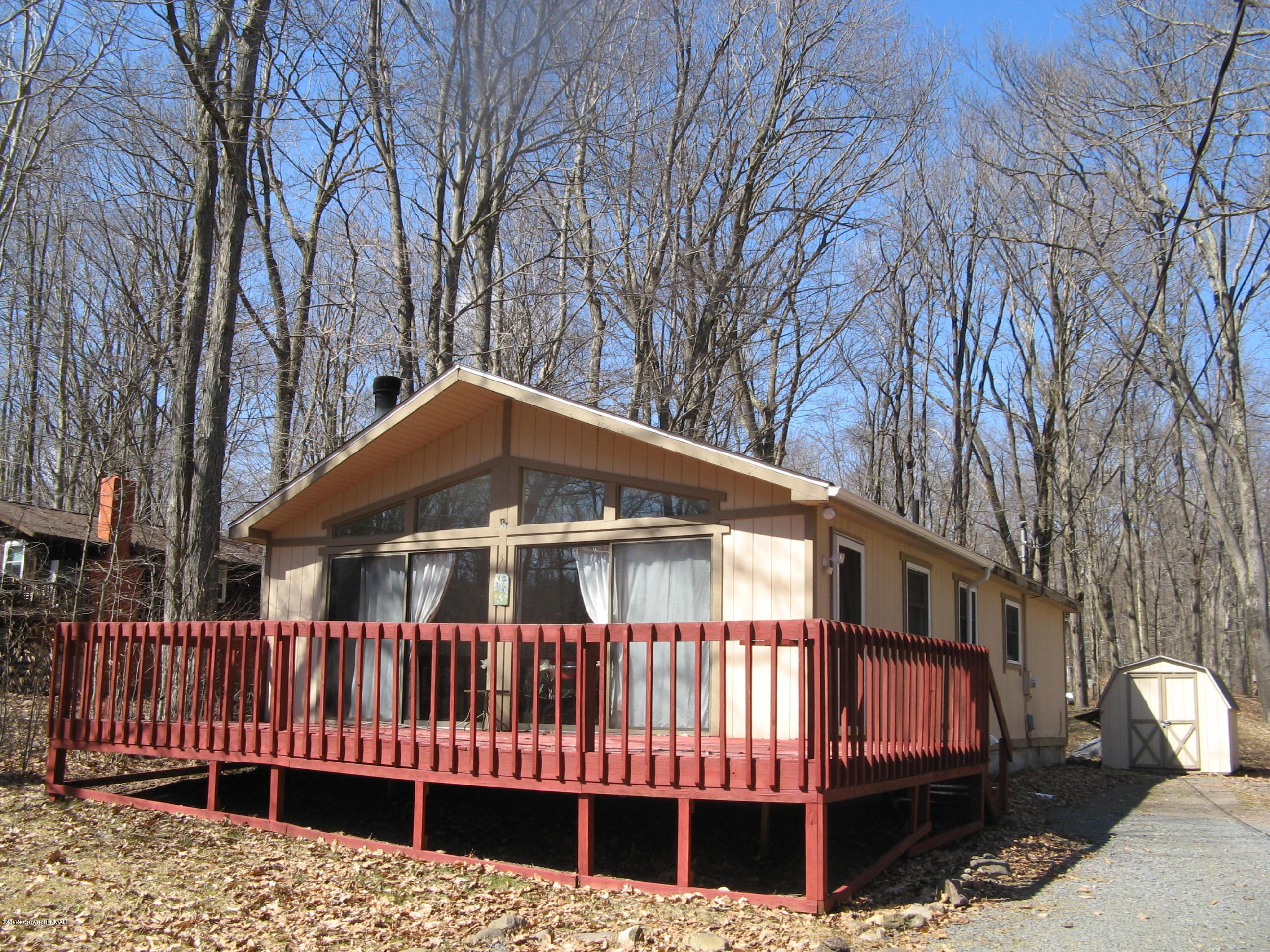 1561 Lake Ln, Pocono Lake, PA 18347