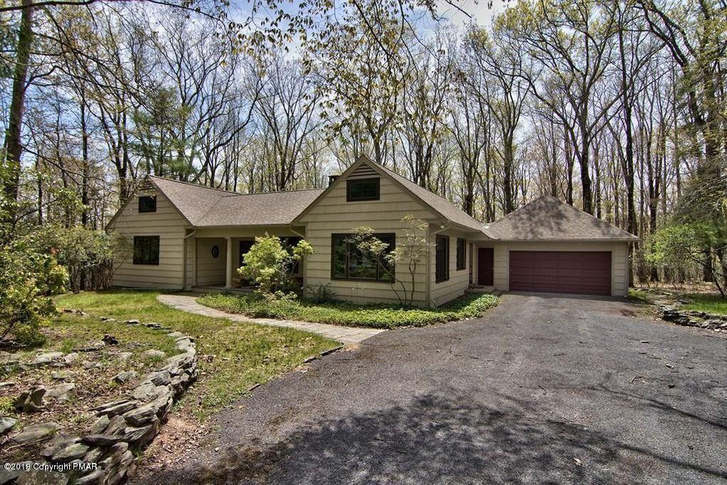 506 Pheasant Ln, Buck Hill Falls, PA 18323
