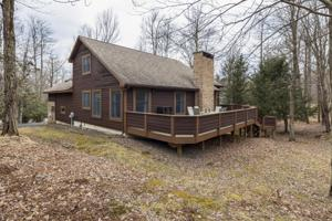 9 Woods End Rd, Lake Harmony, PA 18624