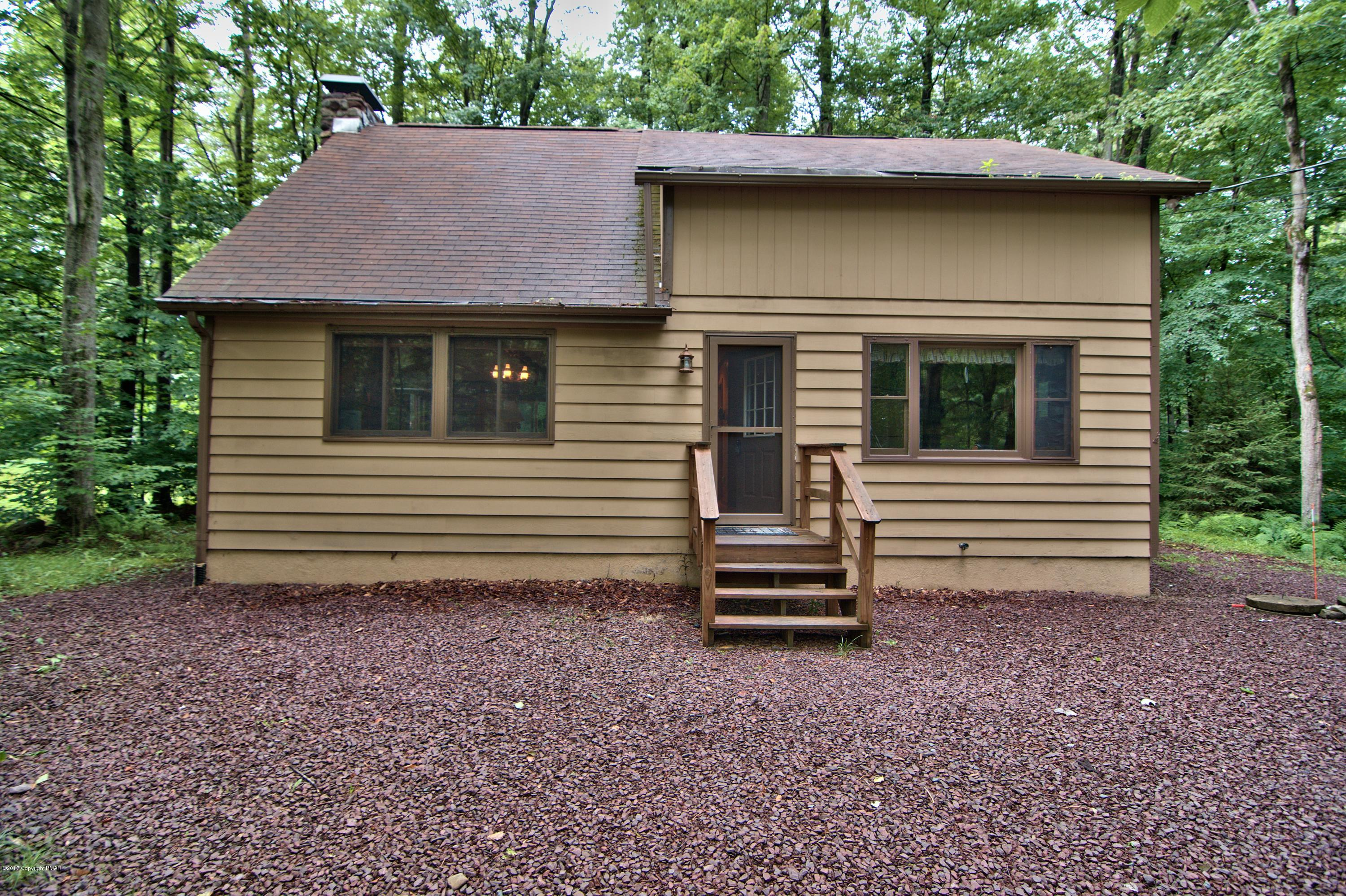 324 Canoe Brook Rd, Pocono Pines, PA 18350