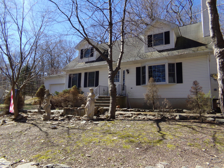 2126 Sparrow Rd, Bushkill, PA 18324