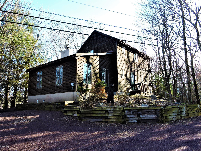 29 Wood St, Lake Harmony, PA 18624