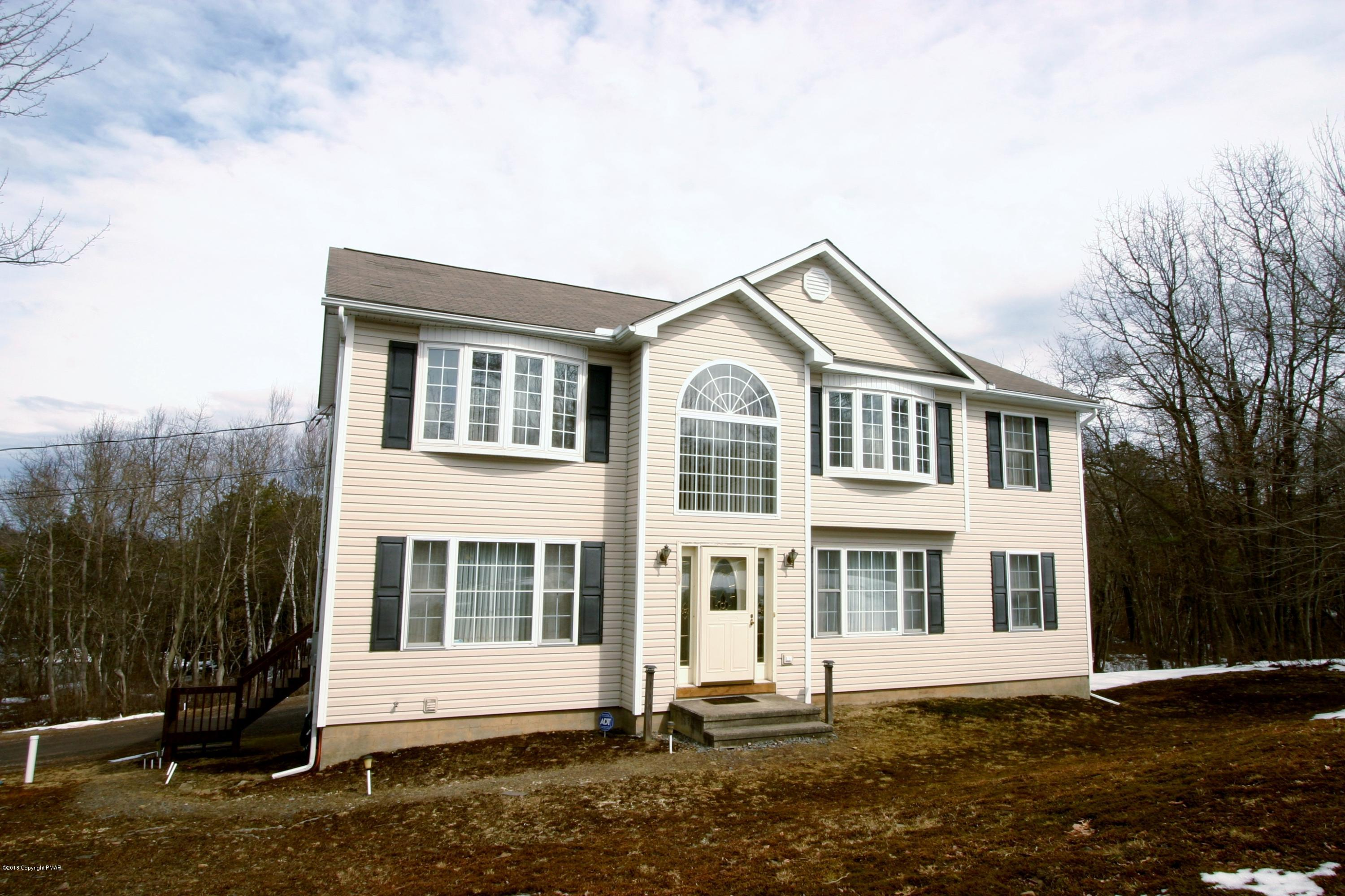 222 Arbor Dr, Long Pond, PA 18334