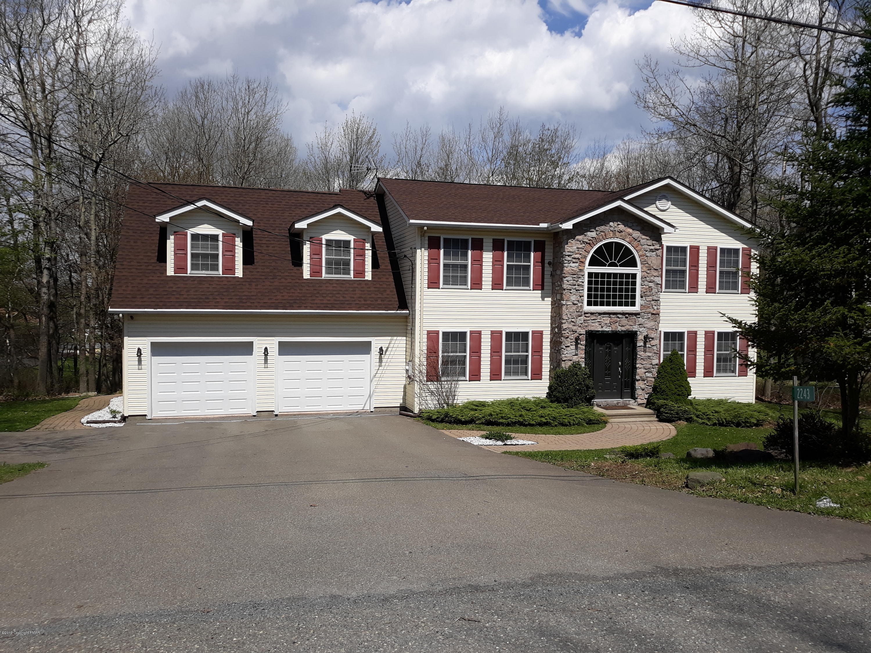 2243 Doe Dr, Long Pond, PA 18334
