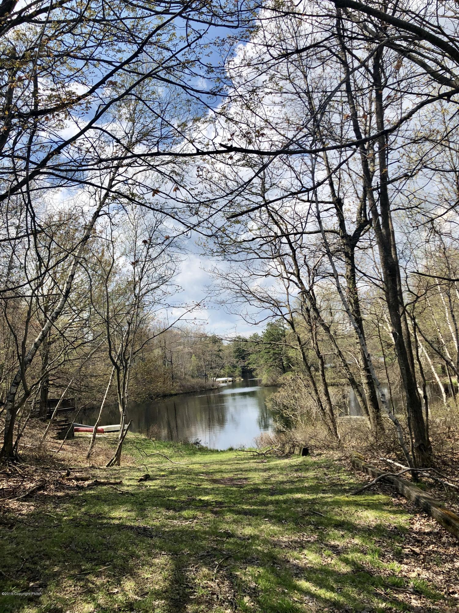 164 Emerald Lake Dr, Long Pond, PA 18334