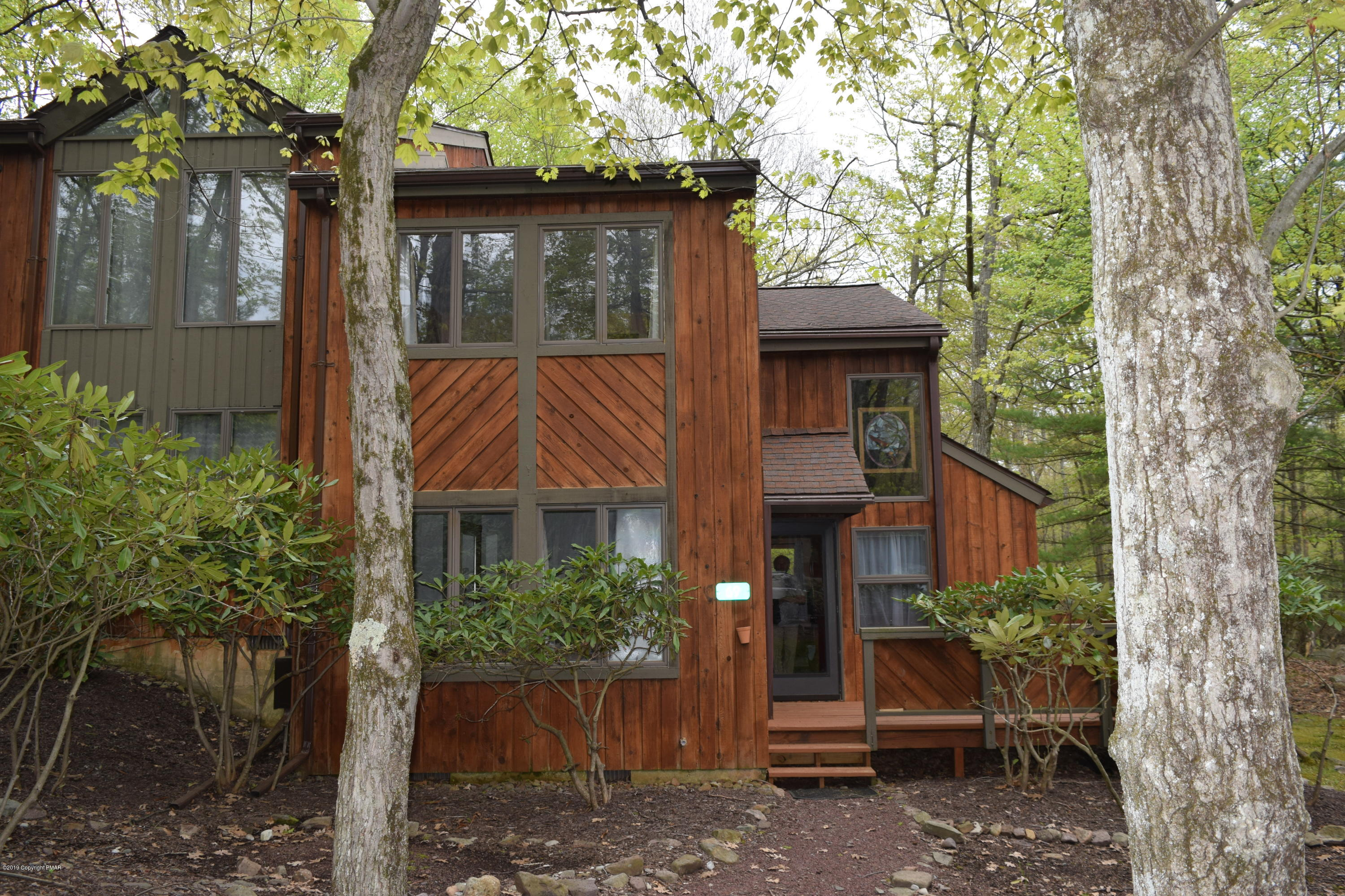 69 Ruffed Grouse Ct, Lake Harmony, PA 18624