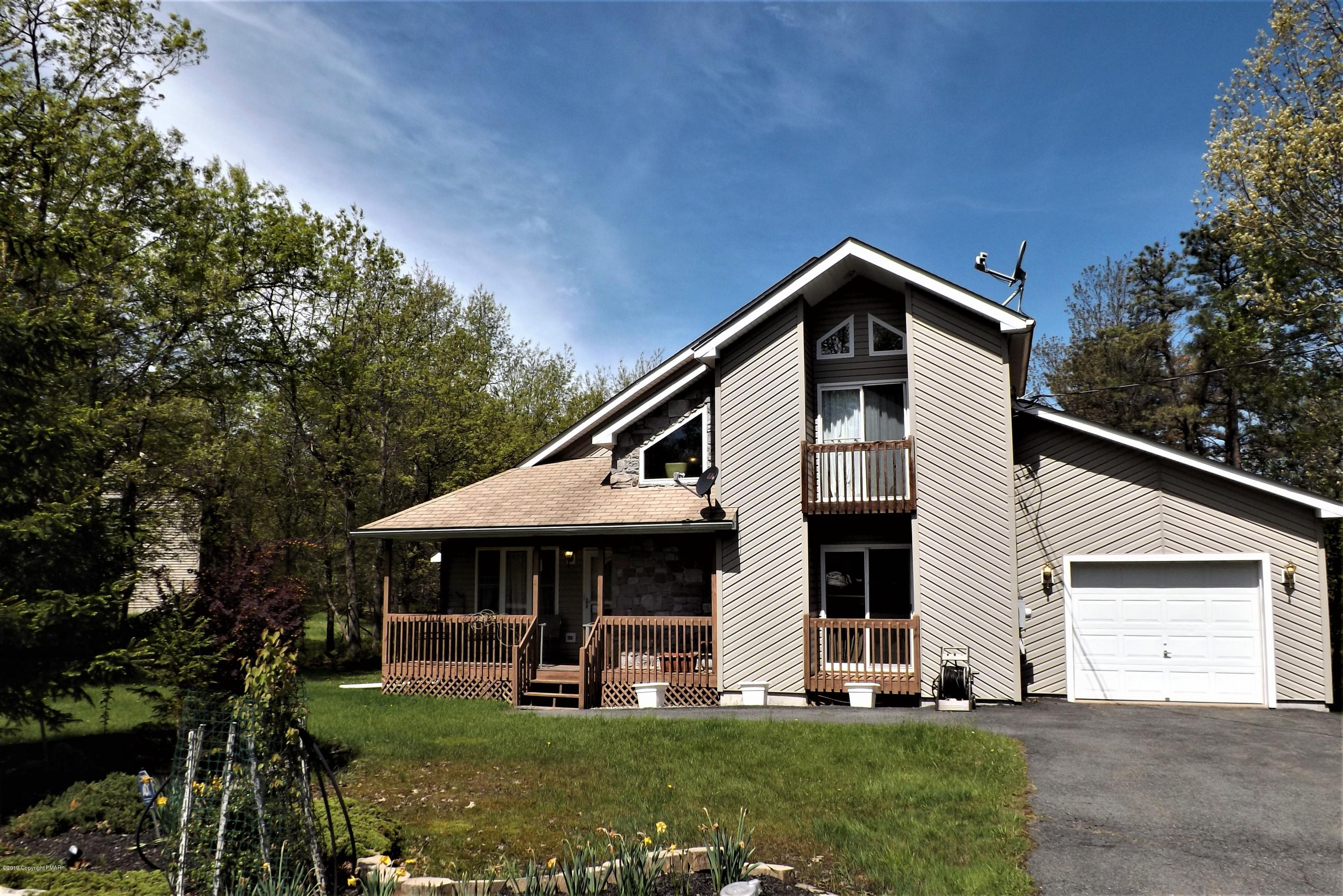 2209 Mohegan Ct, Long Pond, PA 18334
