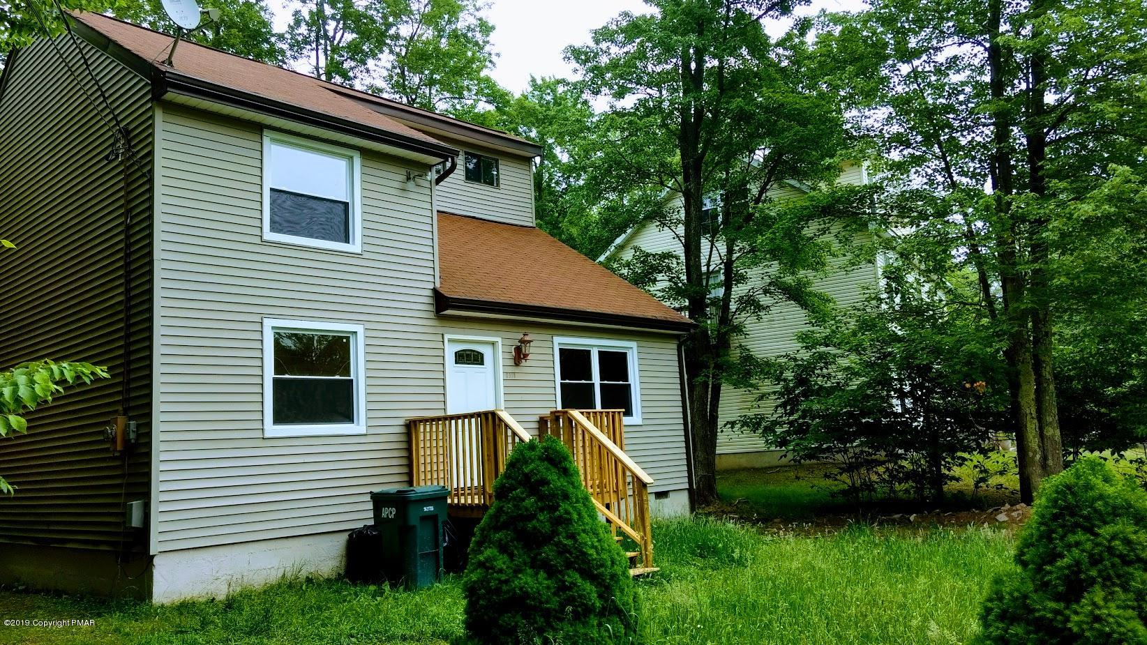 848 Country Pl Dr, Tobyhanna, PA 18466