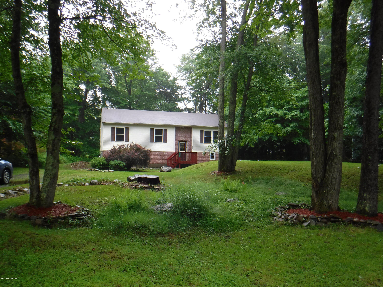 417 Lake Rd, Tobyhanna, PA 18466