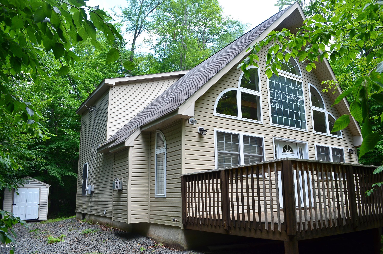 120 Oneida Dr, Pocono Lake, PA 18347