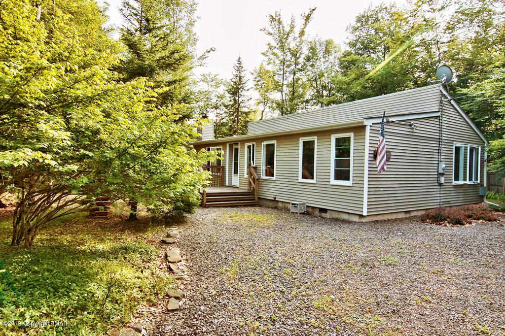 240 Choctaw Dr, Pocono Lake, PA 18347