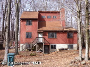 662 Country Place Dr, Tobyhanna, PA 18466