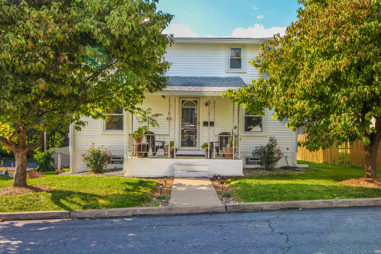 324 Grove St, Catasauqua, PA 18032