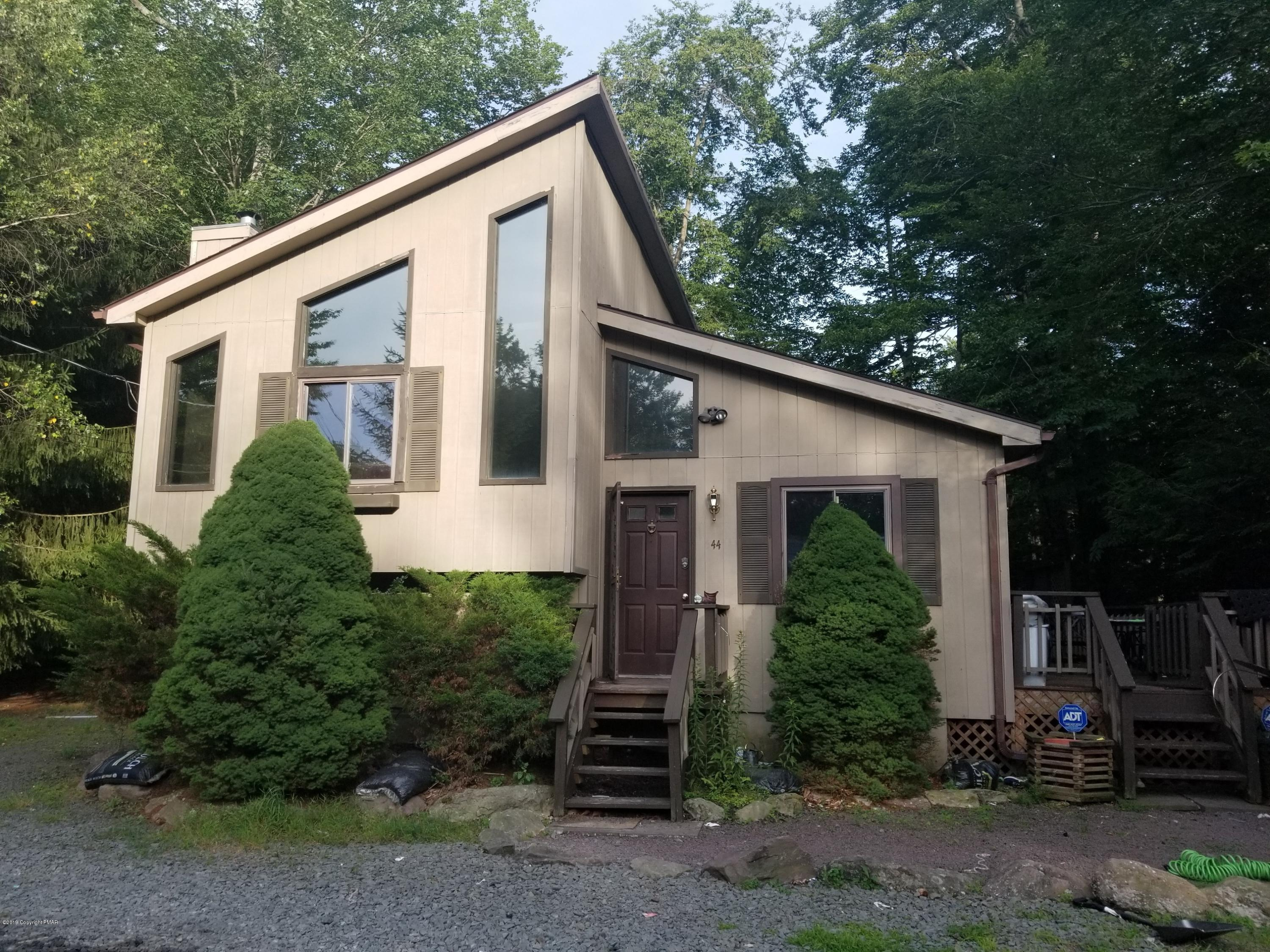 972 Country Place Dr, Tobyhanna, PA 18466