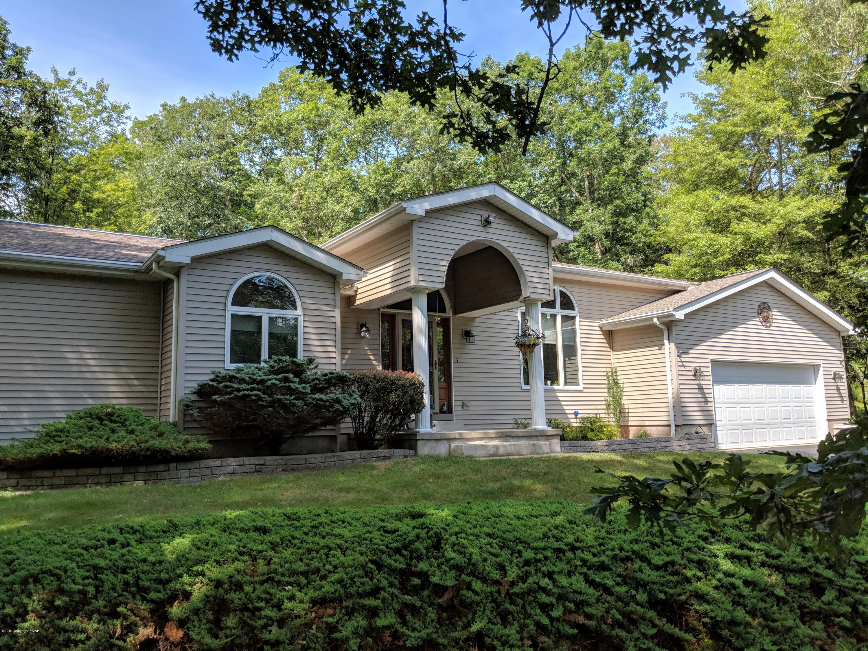 114 Pinto Ln, Lords Valley, PA 18428