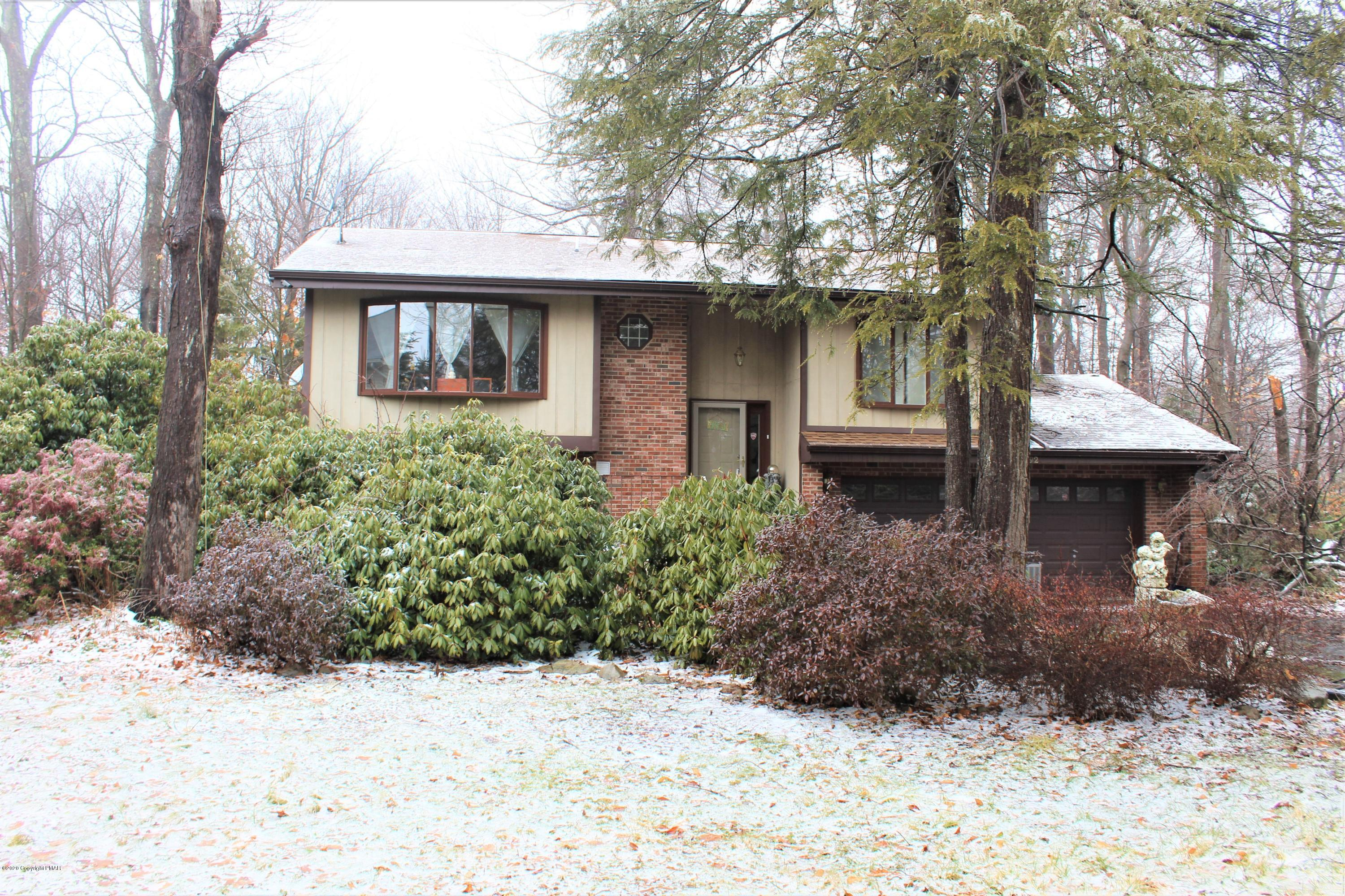 2192 Pine Valley Dr, Tobyhanna, PA 18466