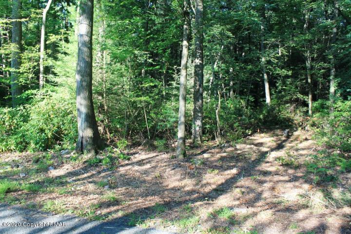 30 Lower Valley Dr, Kunkletown, PA 18058