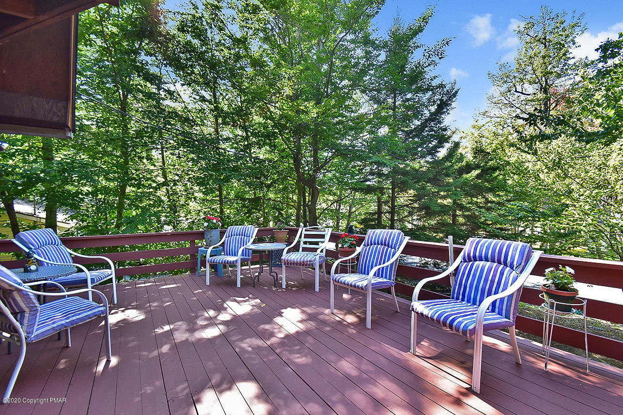 1762 Rolling Hills Dr, Tobyhanna, PA 18466