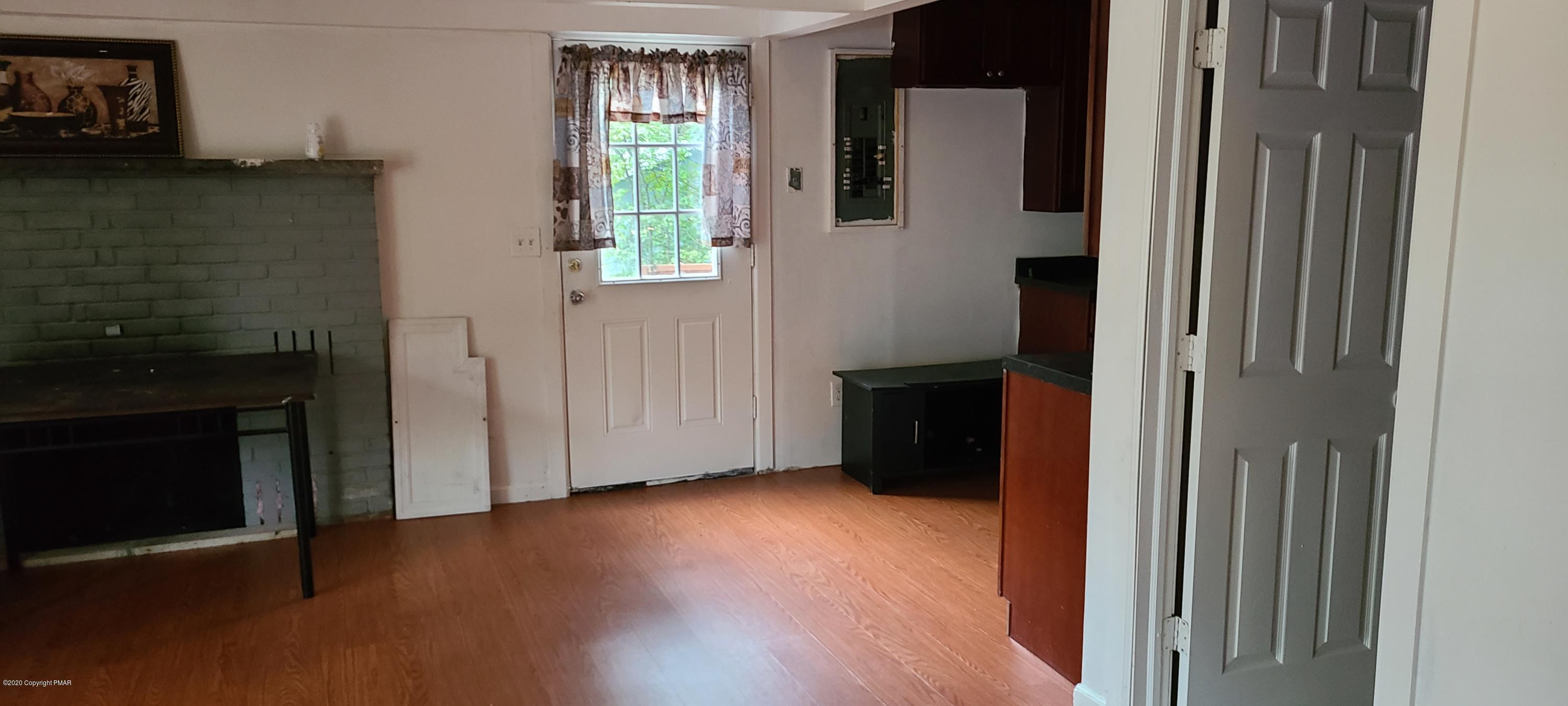 188 Clubhouse Dr, East Stroudsburg, PA 18302