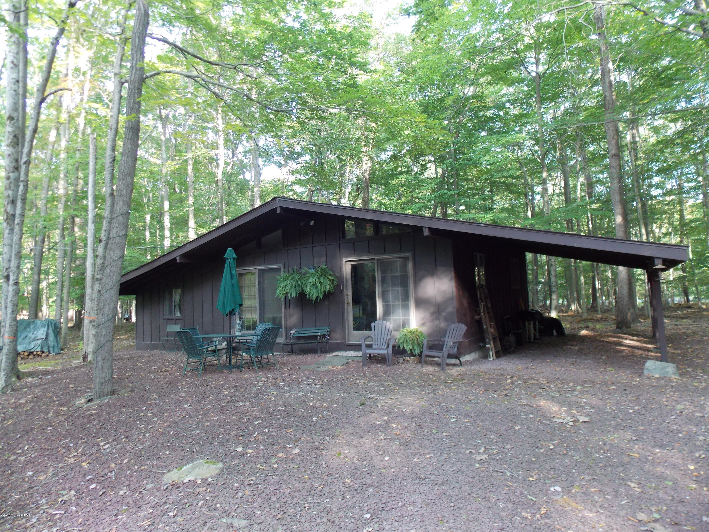 192 Tommys Ln, Pocono Lake, PA 18347
