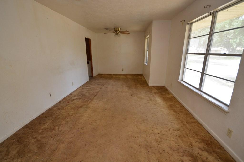 328 Woodlawn Street, Sinton, TX 78387