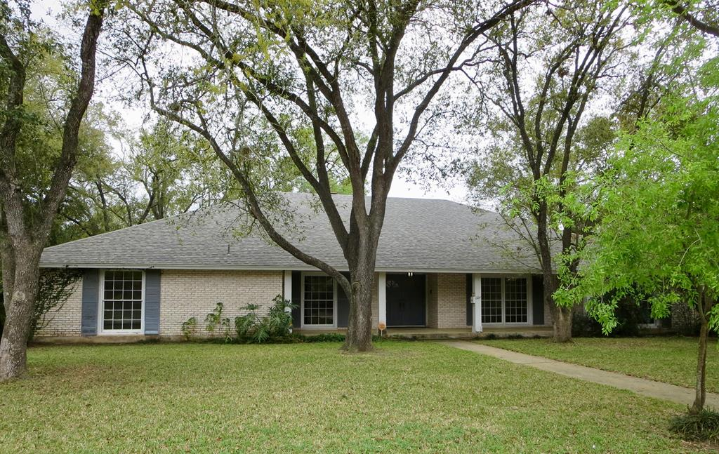 1324 Lincoln, Alice, TX 78332