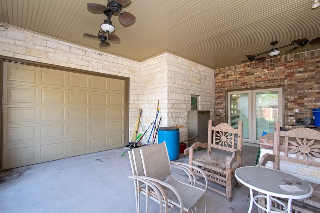 1811 S Cameron St, Alice, TX 78332