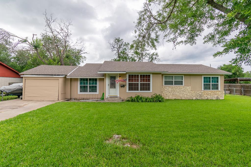 807 Lincoln St, Alice, TX 78332