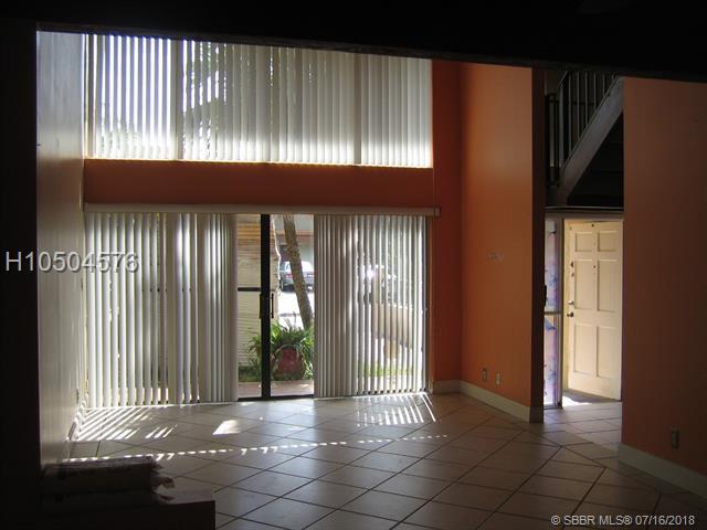 8801 Gatehouse Rd, Plantation, FL 33324