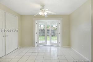 8461 Nw 14th St, Pembroke Pines, FL 33024