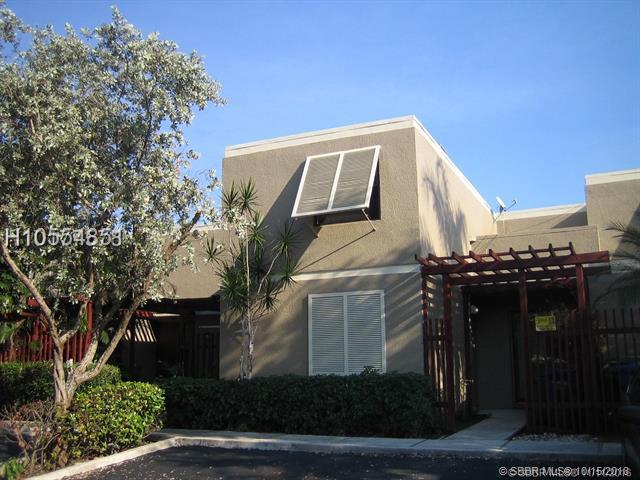 1611 W Fairway Rd, Pembroke Pines, FL 33026