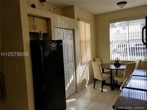 882 Nw 130th Ave, Pembroke Pines, FL 33028