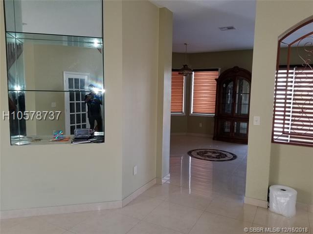 2190 Nw 99th Ter, Pembroke Pines, FL 33024