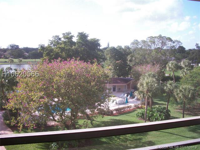 900 Saint Charles Pl, Pembroke Pines, FL 33026