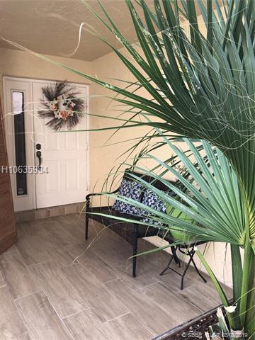 950 Sw 111th Ave, Pembroke Pines, FL 33025
