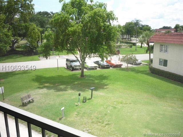 8921 S Hollybrook Blvd, Pembroke Pines, FL 33025